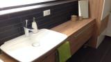 Moderner Holzwaschtisch